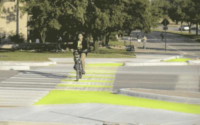 Universidade no Texas testa ciclofaixa que brilha no escuro